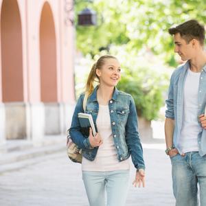 好きな人と一緒に帰る方法♡自然な誘い方や会話内容は?