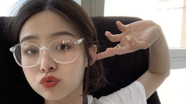 韓国で流行りに流行ってる♡クリアメガネでストリート感あげてこ!